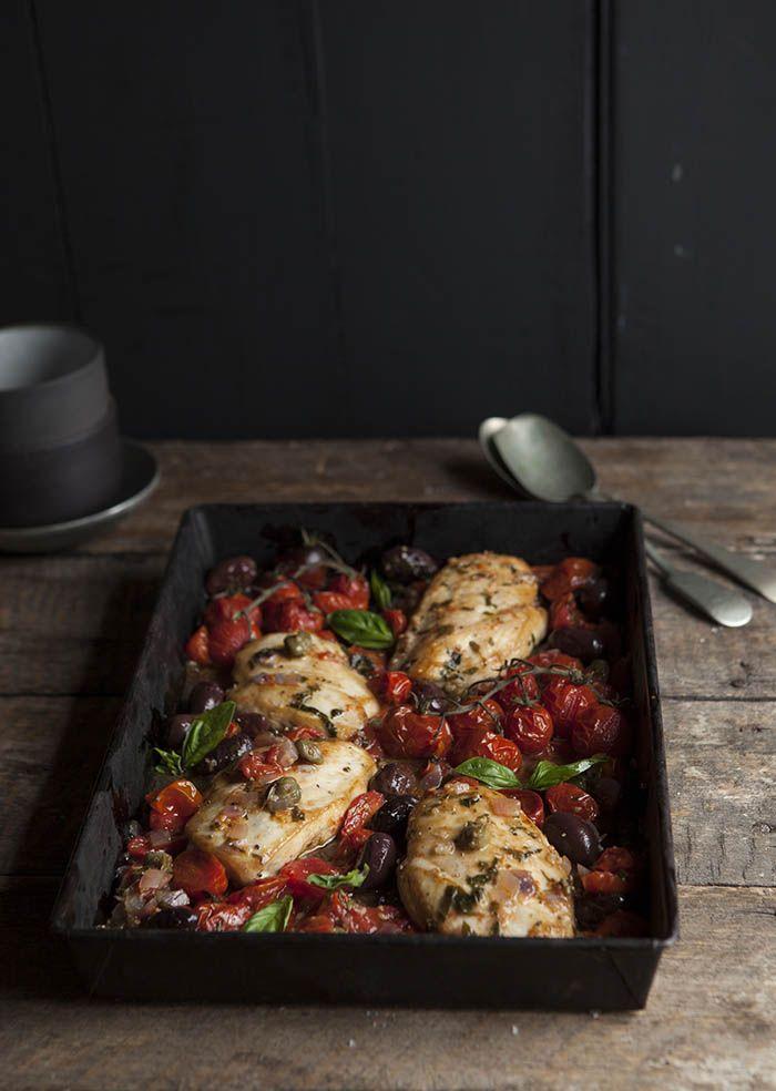 Pechugas de pollo con tomate, aceite de oliva y salsa de alcaparras