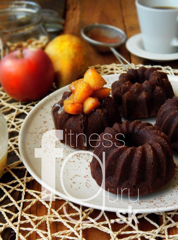 Kakaové mini bábovky s horúcou hruškou