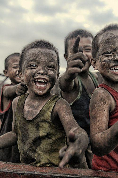 O sorriso presente até nas arteirices das crianças...
