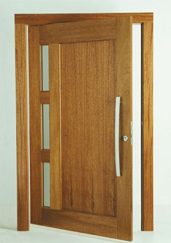 Fabricada pela Hickmann com madeira maciça, a PH 2014 tem lateral envidraça...