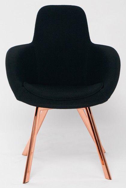 Krzesło Scoop w wersji z miedzianymi nogami na wysoki połysk swoją premierę miało na tegorocznych targach iSaloni w Mediolanie. 2011 rok.
