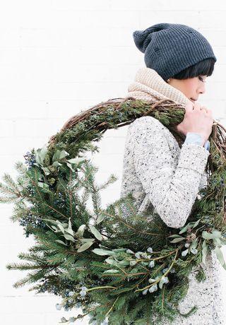 ... att ha en fin julkrans är för mig ett måste, och jag gör den gärna själv, och vill ha den så organisk och äkta som möjligt.      Fin...