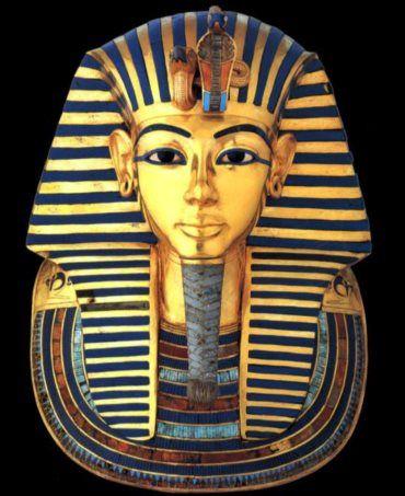 """Barba do famoso faraó tinha sido separada da máscara e depois colada à pressa, com uma substância vulgar. Peça voltou agora à sua """"forma original"""" e já está no Museu do Cairo."""