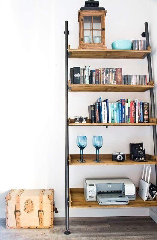 Metal bookcase. Modern apartment in industrial style. Simple furniture. Nowoczesny apartament w stylu industrialnym. Proste meble. Metalowy regał #modern #design #apartment #livingroom #metal #bookshelves #details #inspiration #ideas #decoration #simple #furniture #salon #nowoczesny #industrialny #regał #półki #apartament #dodatki #inspiracje #dekoracje #stylowy #modny #projekt #aranżacje