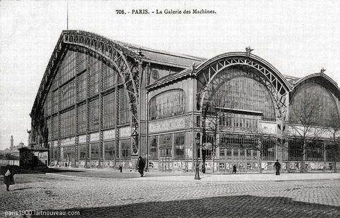 Le Palais (ou Galerie) des Machines construit pour l'Exposition Universelle de 1889, dont la principale attraction était la Tour Eiffel, était situé au fond du Champ de Mars devant l'Ecole militaire. La galerie des machines occupait toute la largeur du terrain de l'époque y compris sur l'avenue de La Bourdonnais et de l'avenue de Suffren dont les immeubles on été construits après 1900. Détruite en 1911.