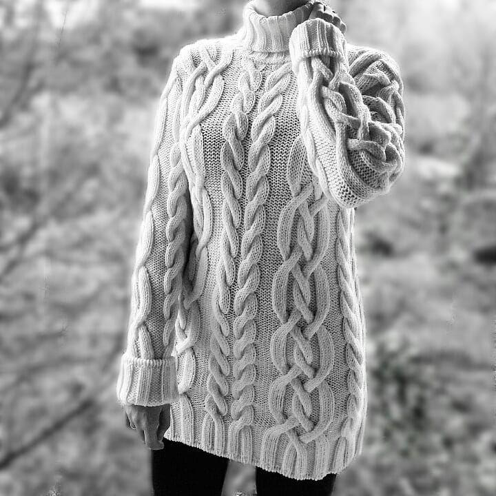 Стильный свитер крупной вязки  Мягкий, теплый, совершенно не колется  Ручная работа идеального качества  ✔Можно заказать в любом цвете, очень большая палитра пряжи)) ✔Размер по Вашим меркам. Стандартная длина 80-85 см ✔Доставка по всему миру ✈ ✔Стоимость: шерсть с добавлением акрила 100$ мериносовая шерсть 150$