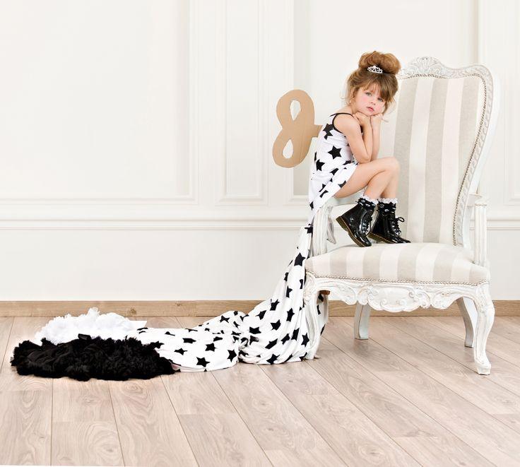 Sleeveless white dress with big black stars for little ladies  #Minisize #SS14 #Spring #Summer #ForGirls Dress: http://www.minisize-sissychristidou.gr/el/girls/leuko-forema-mavra-asteria.html