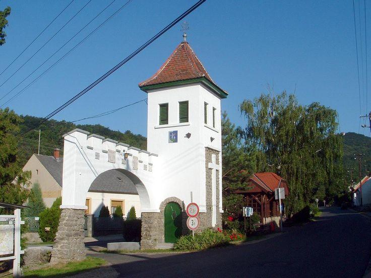 Sokan vannak, akik nem engedhetik meg maguknak, hogy külföldre menjenek nyaralni, de szerencsére Magyarországon is találhatók csodaszép települések. Bemutatjuk nektek most hazánk 5 legszebb falvát.