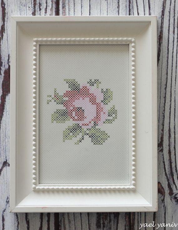 תמונה בדוגמת רקמת איקסים-ורד | handmade by YaelYaniv | מרמלדה מרקט