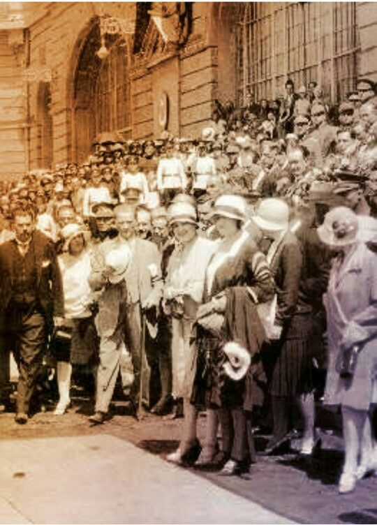Atatürk during an early-Republican happening, ca. 1925. Note the French-style dresses of the ladies.