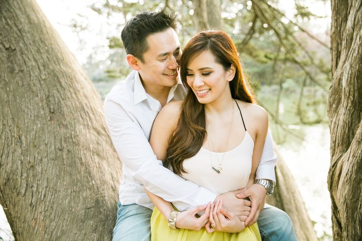 Photography: Jasmine Lee Photography - www.jasmineleephotography.com  Read More: http://www.stylemepretty.com/california-weddings/2015/05/29/flower-filled-san-francisco-engagement-session/