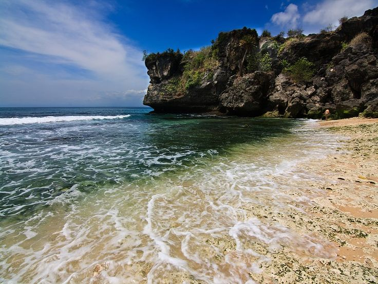 Bali Exotic Beaches Tour is our full day tour package that combine famous and hidden white sand beaches in south part of Bali island. Bali famous for the beautiful beaches, this tour will a grea - - YukmariGO.com