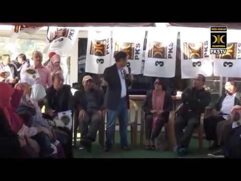 Orasi pada peserta konsolidasi kader sedunia yang digelar di Istanbul, Turki, Jumat(27/4/2013). Anis bicara di atas kapal ferry di selat Bosphorus yang membelah kota Turki menjadi dua benua, yakni Asia dan Eropa.
