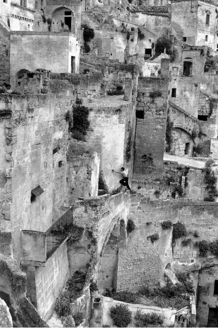 Henri Cartier-Bresson // Italy. Basilicata. Matera. 1973.
