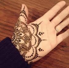 Hasil gambar untuk henna kaki simple