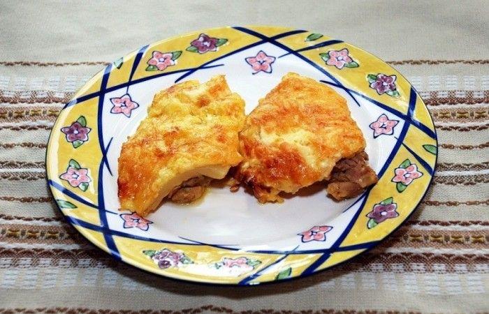Куриные бедрышки с ананасами и сыром http://mirpovara.ru/recept/2813-kurinye-bedryshki-s-ananasami-i-syrom.html  Куриные бедрышки, запеченные с ананасом под хрустящей сырной корочкой - изысканное блюдо, которое бу...  Ингредиенты:  • Куриные бедрышки - 8шт. • Сыр твердый - 250г. • Ананасы консервированные - 8шт. • Майонез - 2ст. л. • Соль - по вкусу • Специи для курицы - по вкусу  Смотреть пошаговый рецепт с фото, на странице…