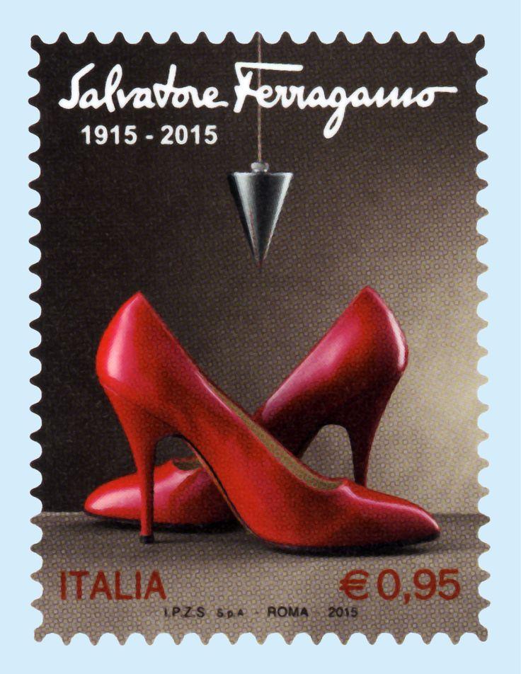 Celebre scarpa Viatica 2, realizzata da Salvatore Ferragamo per Marilyn Monroe negli anni '50. Sull'arco della calzatura un pendolo in sospensione, metafora degli studi effettuati dallo stilista sull'anatomia del piede, fondamentali per la costruzione e calzata delle scarpe.