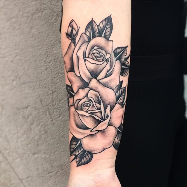 More roses #gudnatattoo #traditionaltattoo #lemans #roses #blackworktattoo #blackworkerssubmission.