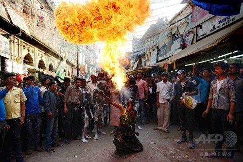 インドでは17日、破壊と創造を司るヒンズー教のシバ神(Lord Shiva)を称える祭り「マハ・シバラトリ(Maha Shivaratri)」を迎えた。信者らはこの日、シバ神に祈りを捧げて日没後の断食を行う。