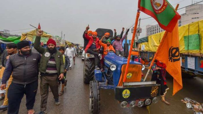 Face Off Agitating Farmers Remain Adamant About Their 26th January Republic Day Tractor Rally Impact News India In 2021 Tractors Rally Republic Day