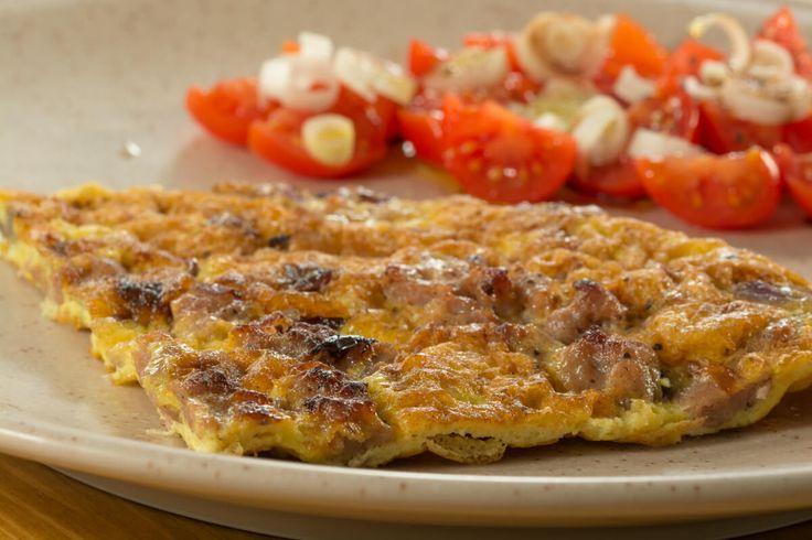 Ed ecco a voi un'altra ricetta presa dal quadernino della nostra 'Nonna Maria'; è un piatto classico di Gombitelli, molto gustoso e nutriente. #ricette #recipe #recipes #ricetta #italianfood #foodie #toscana #versilia #foodiemaniac #yum #sausage #omelette #frittata #cipolla #onion #salsiccia