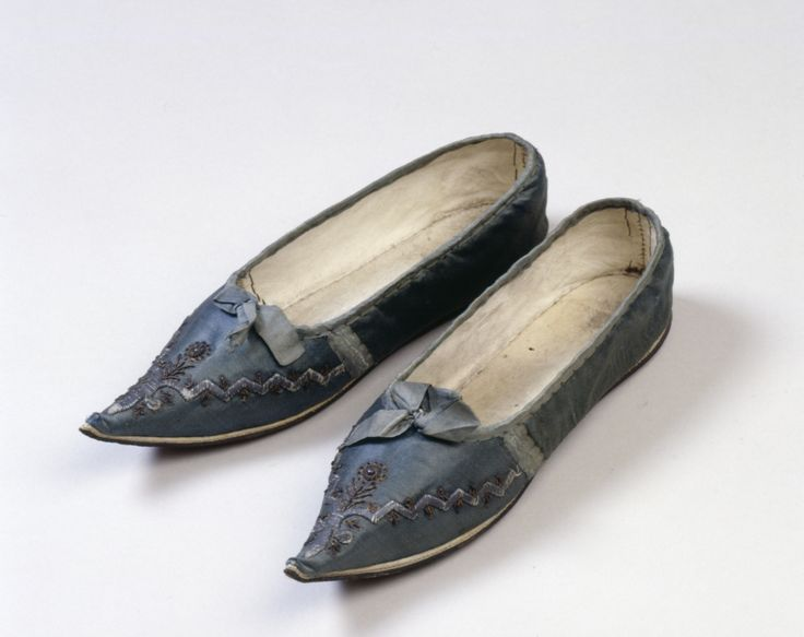 Shoes, silk bound with silk atlas lined with kid leather and linen and embroidered with silver-gilt thread, boullion and spangles, leather sole, c. 1790-1800.