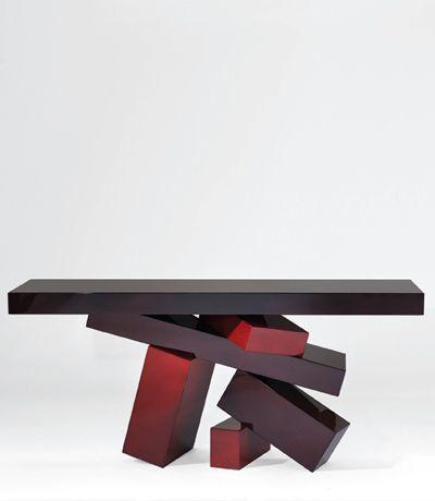 Потрясающие консольные столики французского дизайнера Эрве ван дер Стратена (Hervé Van der Straeten) нельзя отнести к разряду обычной мебели.