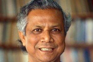 """Muhammad Yunus est un économiste du Bangladesh. Il a fondé la première banque de microcrédit, la Grameen Bank. Surnommé """"le banquier des pauvres"""", il a reçu le Prix Nobel de la Paix en 2006.  Source : http://www.vedura.fr/personnalite/muhammad-yunus"""