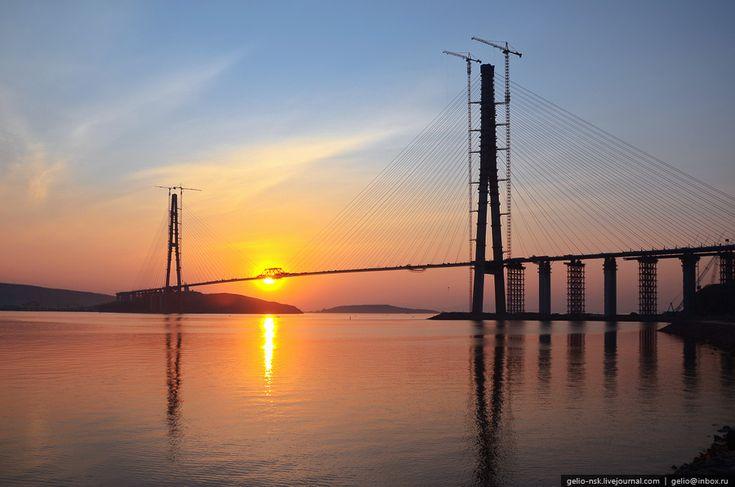 Мост на остров Русский через пролив Босфор Восточный с