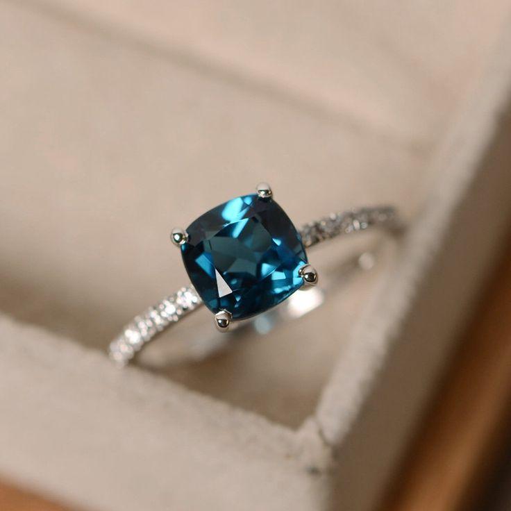 London blue Topas Ring, blauer Edelstein, Kissen geschnittenen Ring, Verlobungsring von LuoJewelry auf Etsy https://www.etsy.com/de/listing/289197769/london-blue-topas-ring-blauer-edelstein