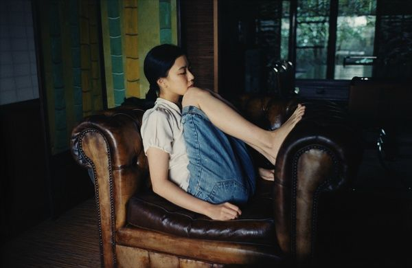 Yu qiang in jeans.