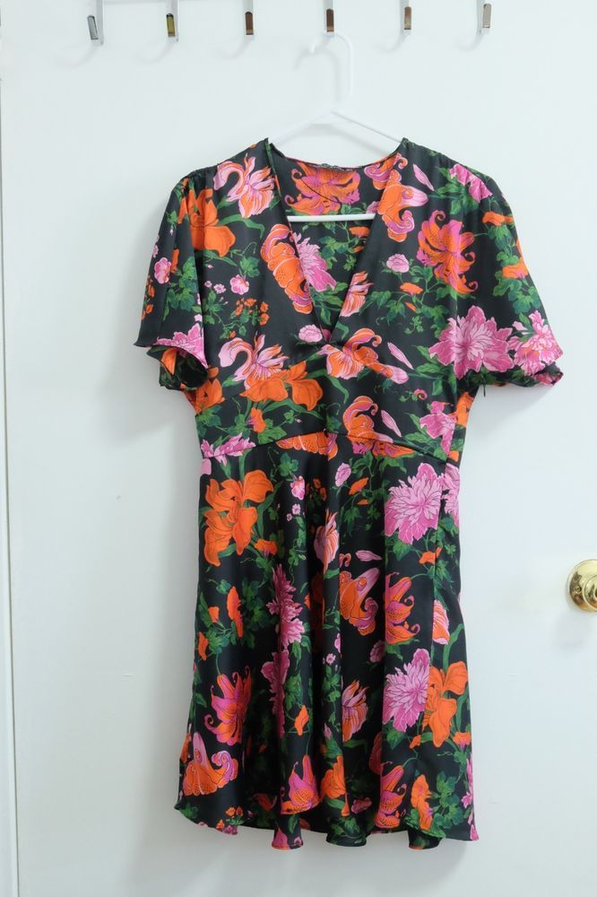 9fd4b207e6 Zara mini dress floral print v neck cut good condition used only once   fashion  clothing  shoes  accessories  womensclothing  dresses (ebay link)