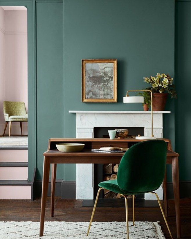 green walls vintage furniture and green velvet chair green interiordesign home pinterest interieur interieur kleuren and verfkleuren