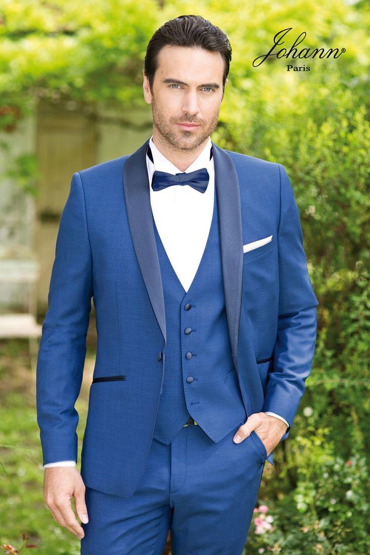 Smoking de mariage bleu roi, revers en soie marine, gilet 5 boutons. Chemise à plastron et boutons bleu marine coordonnés. Nœud pap marine ou autres coloris