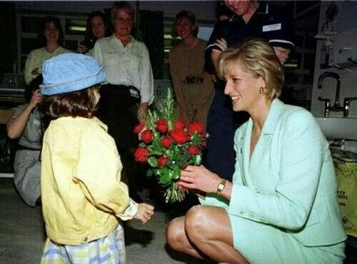 Diana visits Great Ormonde Children's Hospital, February 14, 1997