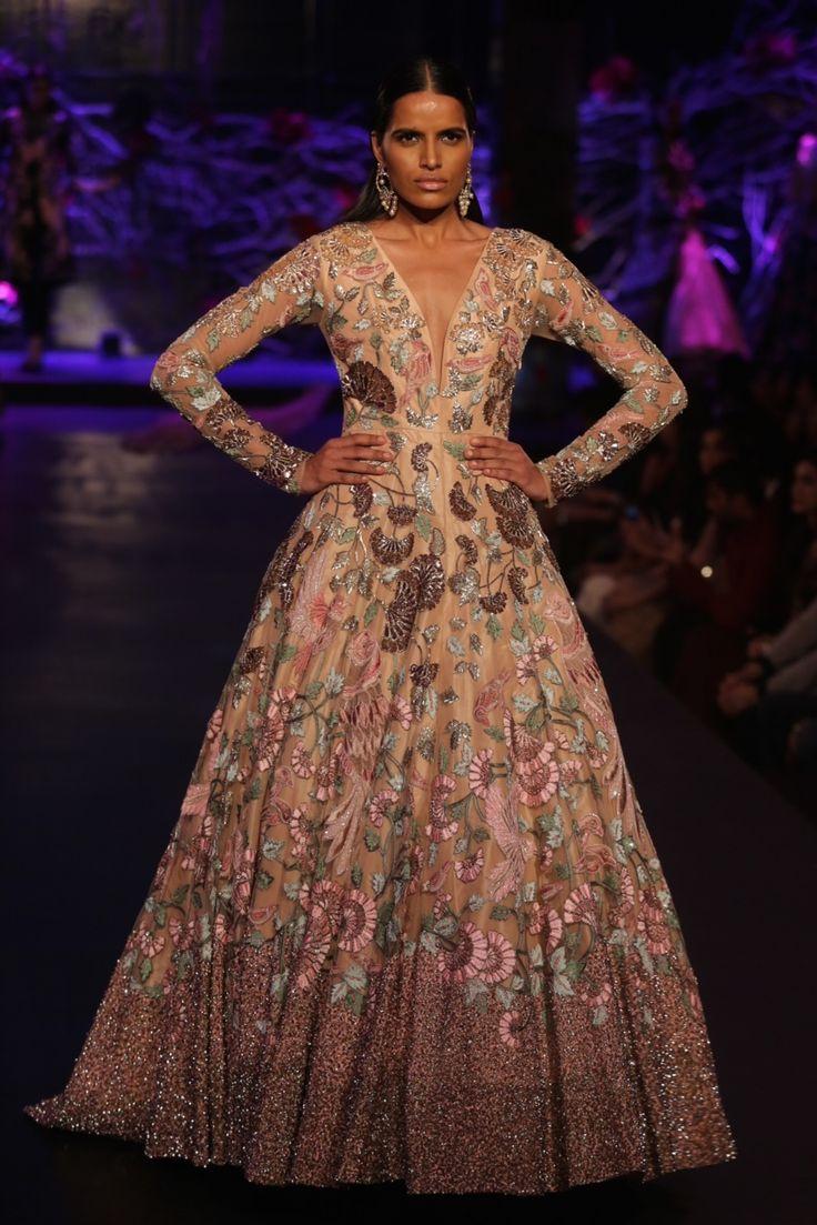 Empress Story #ICW #AICW2015 #sunar #ManishMalhotra #potrait #fdci #aishwaryarai #whatashow #vogue #bridal #redandgold #detailsdoneright #exquisite #weheartit #couturesoiree #empress #royal #gown #wedding #dream #couture