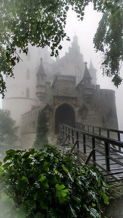 château dans la brume