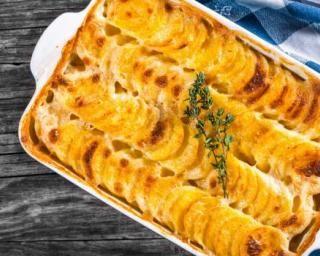 Gratin de pommes de terre, emmental et thym : http://www.fourchette-et-bikini.fr/recettes/recettes-minceur/gratin-de-pommes-de-terre-emmental-et-thym.html