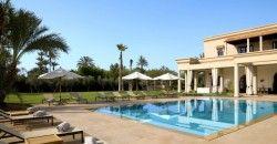 Emeline propose sa Conciergerie Marrakech : réservation jet privé, villa de luxe , limousine, restaurants, événements, excursions privés, héliski..