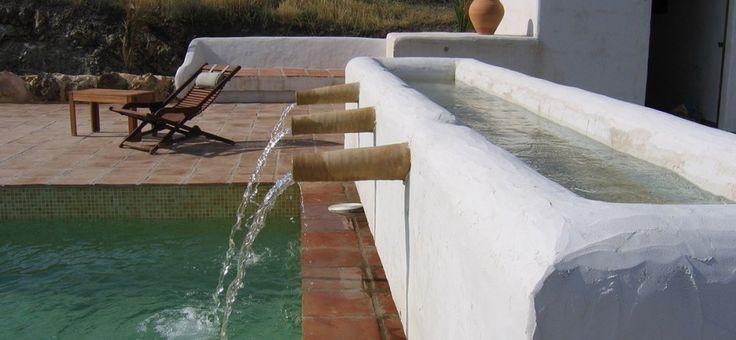 Andalusië verwelkomt u in een uitzonderlijke omgeving in hotel Cortijo Los Malenos voor een buitengewoon verblijf in Nijar, in Spanje, in een dorp vlak bij Almeriaop een paar kilometer van de Middellandse zee. Laat u verleiden door de traditionele Andalusische inrichting van deze voormalige boerderij en zijn park van 7 hectare.