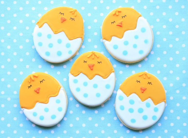 construction cookie decorating | had a few large (3.5-inch by 4-inch), plain, egg-shaped sugar cookies ...