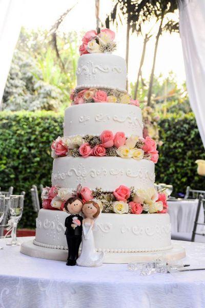 Tartas de boda con flores. Créditos: Cazados Catering