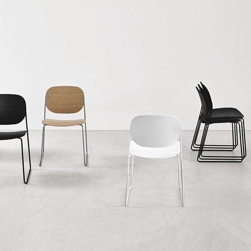 LaPalma - Olo #Kontormøbler #Kontorindretning #Kantinestole #Moedestol #Konferencestole #Stabelstole #Træ