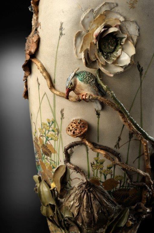 the detail of ceramic vase by MIYAGAWA Kozan (1842-1916), Japan 宮川 香山 would love to get this good!!