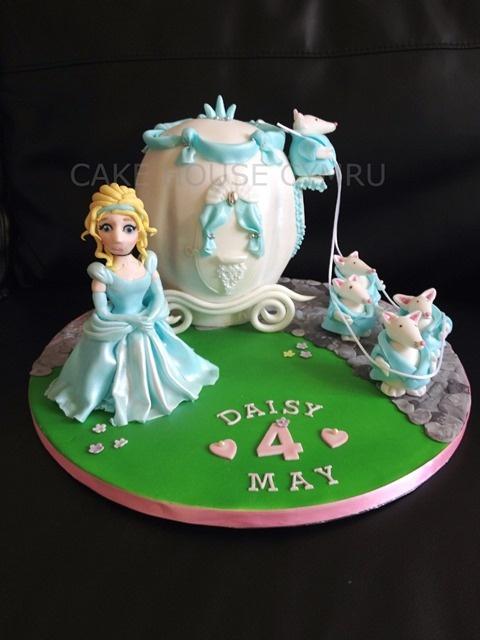 4th Birthday Cake - #Cinderella carriage