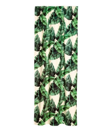 Natural white/leaf. Curtain panels in cotton canvas with a printed leaf pattern. Wide cased heading. Hemming tape included. Pack contains two curtain panels