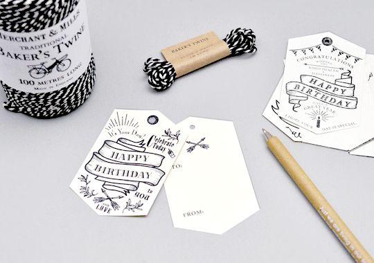 お誕生日のお祝い専用タグです。 チュラルな生成りの紙を使用しており、クラフト紙や濃い色のラッピングペーパーとの相性はピッタリです。2枚組になっており、2枚目の空いたスペースに一言メッセージを添えることができます。