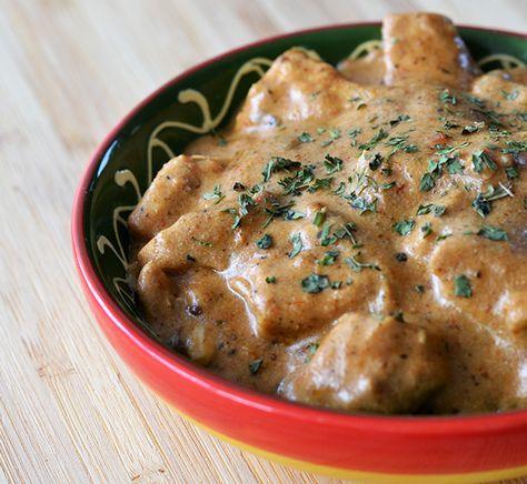 Dit recept voor Kip Tikka Masala is pittig en romig te gelijk. Maak hem in de slowcooker of in een normale pan.
