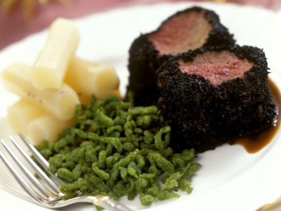 Rinderfilet mit Trüffelkruste dazu grüne Spätzle und Schwarzwurzeln ...