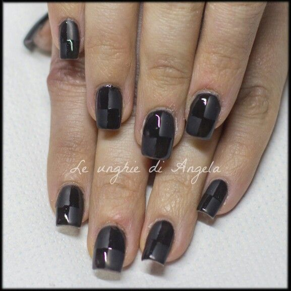 Matte shiny chesses on black gelpolish